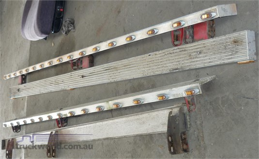 0 Freightliner Century Class Step Rail - 3260Mm - Parts & Accessories for Sale