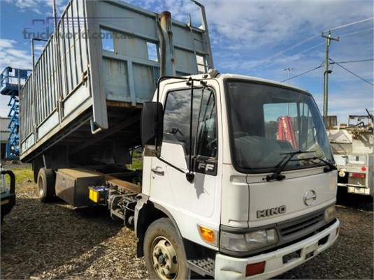 2002 Hino FC - Trucks for Sale
