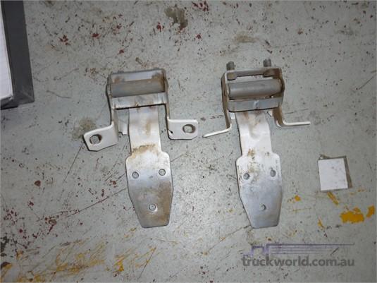 0 Western Star Door Hinges - Parts & Accessories for Sale