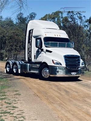 2020 Freightliner Cascadia 116 - Trucks for Sale