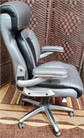 C - BEAUTIFUL GREY OFFICE CHAIR - SEE PICS 4 COND.