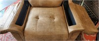 BEAUTIFUL BROWN RECLINING CHAIR W/PLUGS & SPACE