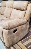 C - BEAUTIFUL RECLINING COUCH - SEE PICS 4 CON