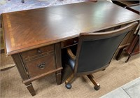 793 - BEAUTIFUL DESK W/ CHAIR ON CASTERS - SEE PIC