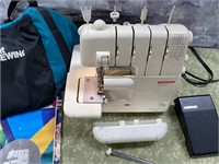 351 - BERNINA 2000D SEWING MACHINE W/BAG & BOOKS