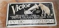 793 - ANTIQUE VICTROLA  TALKING MACHINE