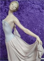 11 - BEAUTIFUL LLADRO WOMAN DANCER