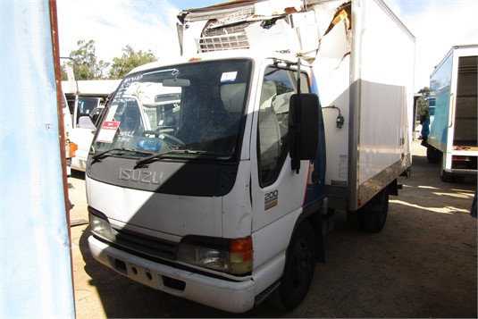 2005 Isuzu NKR - Wrecking for Sale