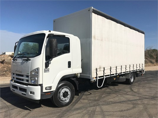 2015 Isuzu FSD - Trucks for Sale