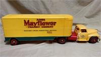 Plastic Intn'l Truck Mayflower Trailer