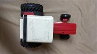 Ertl International 1586 Tractor