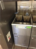 Pitco 40 Lb. Gas Deep Fryer on Casters