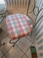 Round Pedestal Kitchen Table w/ 4 Chairs