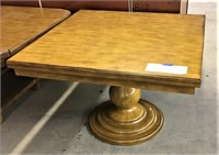 Home Meridian Sigle Pedestal Dining Table