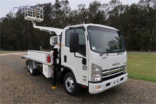 2012 Isuzu NPR 300 Medium Premium - Trucks for Sale