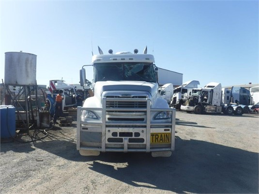2007 Freightliner COLUMBIA 120 - Wrecking for Sale