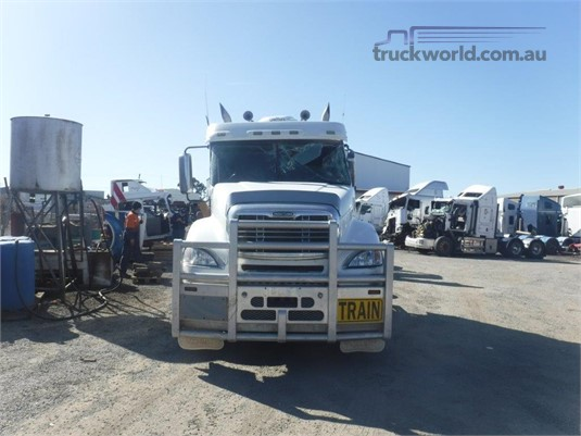 2007 Freightliner CL120 - Wrecking for Sale