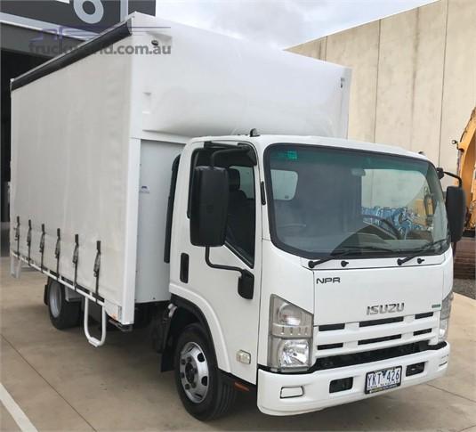 2011 Isuzu NPR 200 - Trucks for Sale