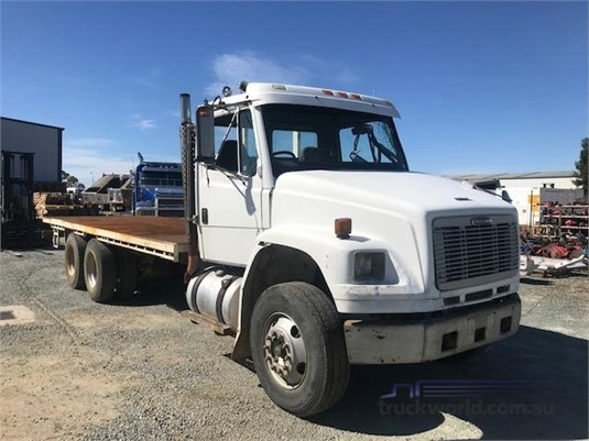 2000 Freightliner FL80 - Wrecking for Sale