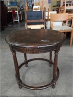 "Oak round lamp table / 25""×25"""