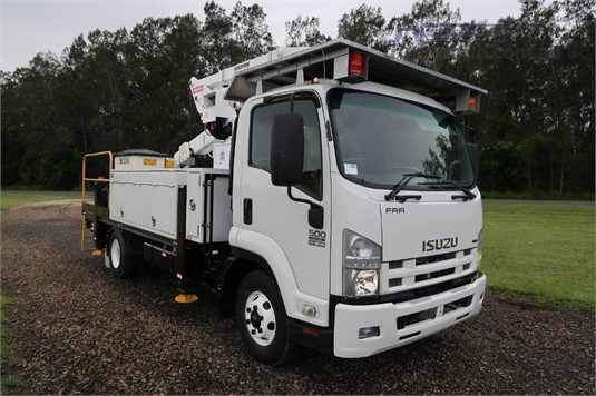 2009 Isuzu FRR 500 Medium - Trucks for Sale