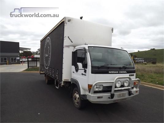 2004 UD MK175 - Trucks for Sale