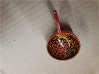 """Lacquered swan bowl with 6 cups. (2 cups """"as is"""")"""