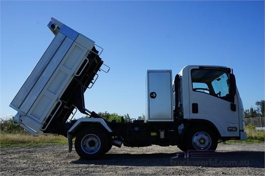 2019 Isuzu NLR - Trucks for Sale