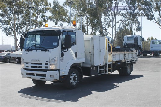 2010 Isuzu other - Trucks for Sale