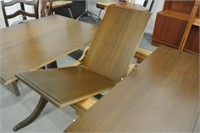 Krug Duncan Phyfe Style Dining Table & Chairs