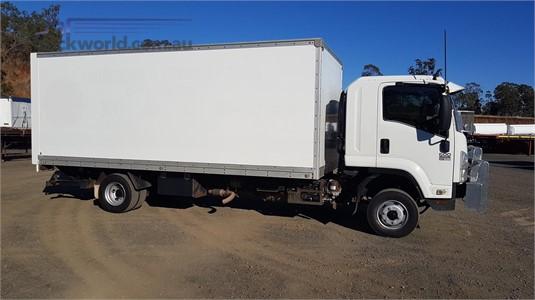 2009 Isuzu FRR 600 - Trucks for Sale