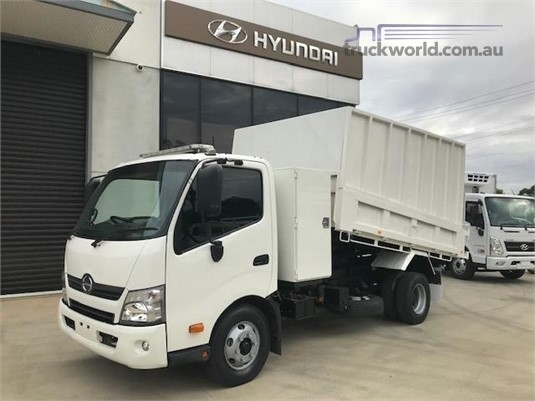 2015 Hino 300 717 - Trucks for Sale