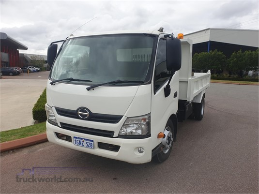 2013 Hino 300 Series 917 - Trucks for Sale
