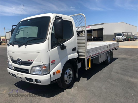 2016 Hino other - Trucks for Sale