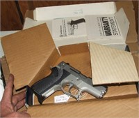 Smith & Wesson 6906 9mm Pistol