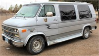 1993 Chevrolet G20 Conversion Van, 350 V8 5.71 eng, auto trans, factory custom equip (view 1)