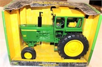 1/16th JD 4620 Toy Tractor, diesel (view 1)