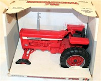 1/16th International Farmall 756 Toy Tractor (view 1)