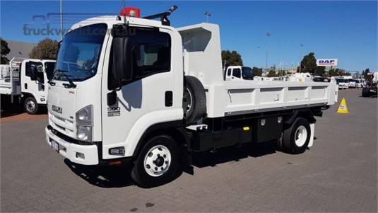 2015 Isuzu FRR 500 - Trucks for Sale