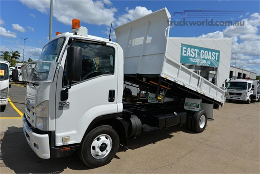 2008 Isuzu FRR 500 - Trucks for Sale