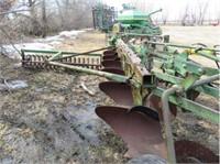 Tillage Equipment - Plows  JOHN DEERE 3100