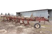 International 710 Spring Rest 7 Bottom Plow