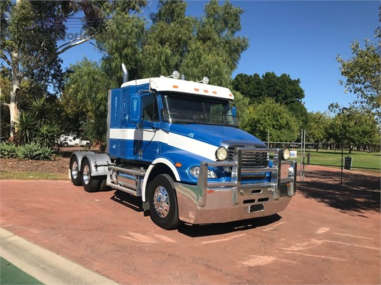 2007 Freightliner COLUMBIA 112 - Trucks for Sale