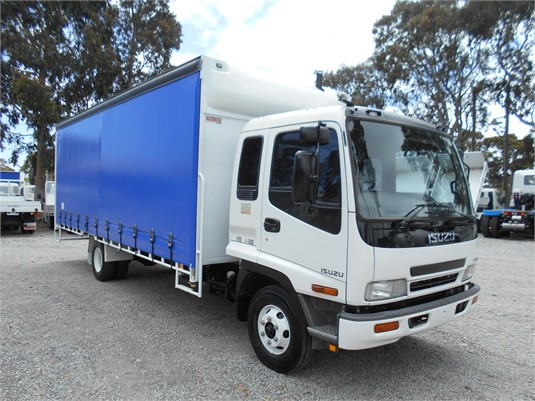 2005 Isuzu FRR - Trucks for Sale