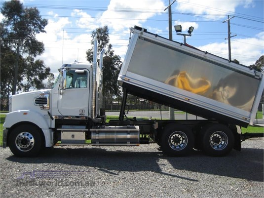 2020 Freightliner Coronado 114 - Trucks for Sale