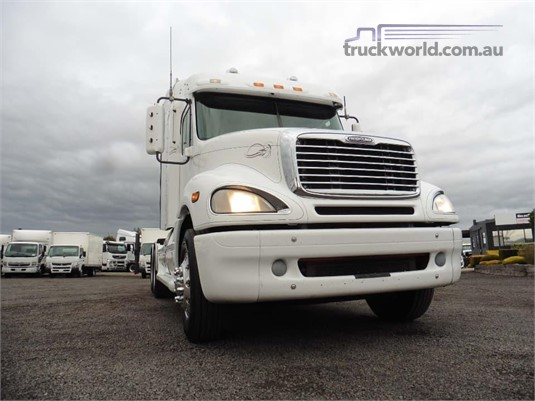 2009 Freightliner COLUMBIA 120 - Trucks for Sale