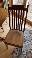 Amish built Oak table with 2 leaves and 4 chairs