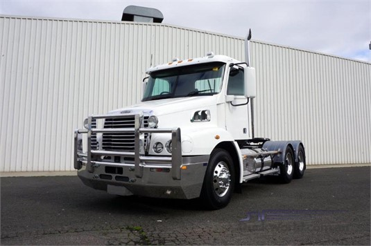 2012 Freightliner Century CST 112 - Trucks for Sale