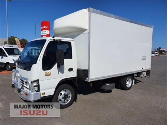 2006 Isuzu NPR Major Motors - Trucks for Sale