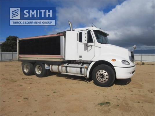 2006 Freightliner Columbia CL112 Smith Truck & Equipment Group - Trucks for Sale